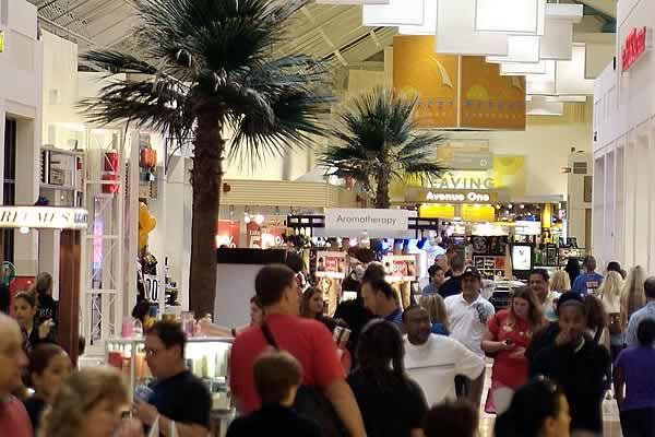 """Listado de tiendas de Sawgrass Mills ¿Cómo puedes planificarte una visita a Sawgrass Mills Mall? A veces puedes verte """"obligado"""" a comprar en un outlet por el hecho de haberte desplazado hasta allí y para que ese tiempo esté bien aprovechado."""
